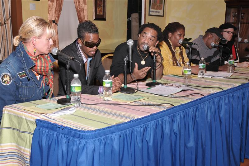 panelist_sharing_ideas_photo_by_sharon_bennett.jpg